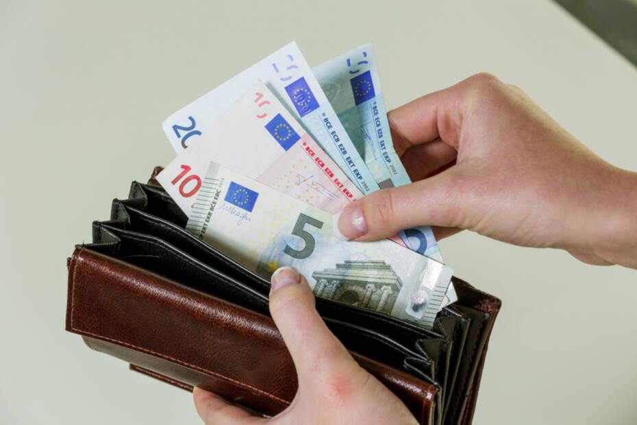Portmonnaie mit Geldscheinen