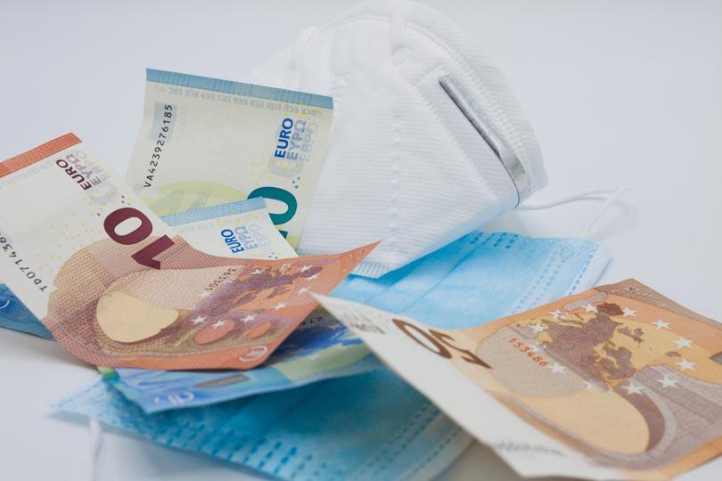 FFP2-Masken und Geldscheine