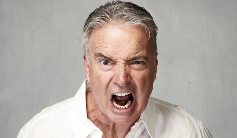 Wütender älterer Mann