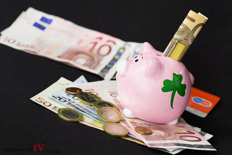 Urteil: Hartz IV Anspruch trotz 10.000 Euro Sparvermögen