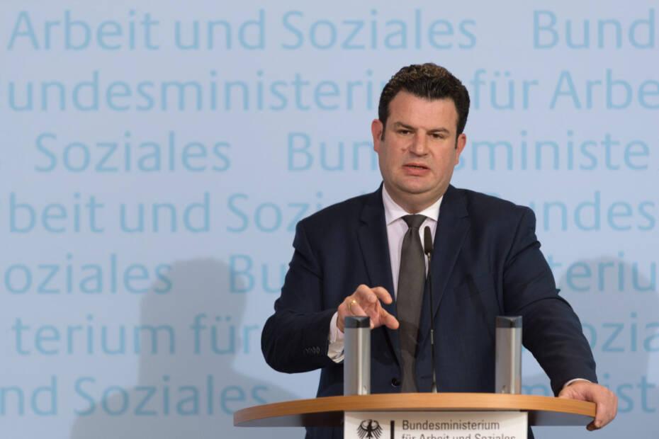 Arbeitsminsietr Hubertus Heil in Pressekonferenz