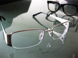 LSG Beschluss: Jobcenter muss Hartz IV Bezieher Brille als Sonderbedarf bezuschussen