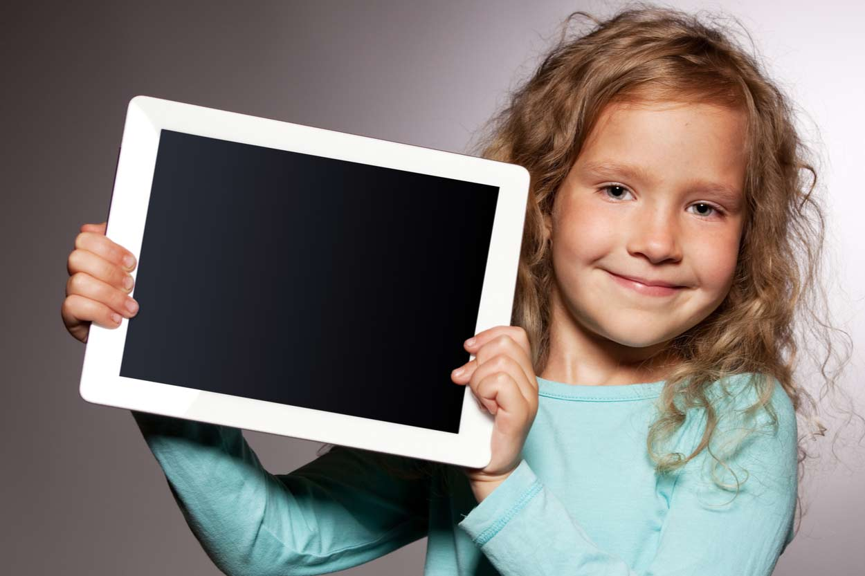 Mädchen mit Tablet