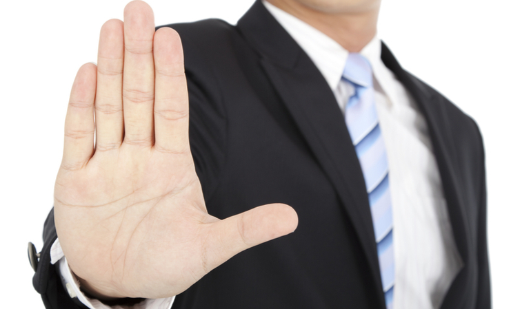 Geschäftsmann signalisiert Stop