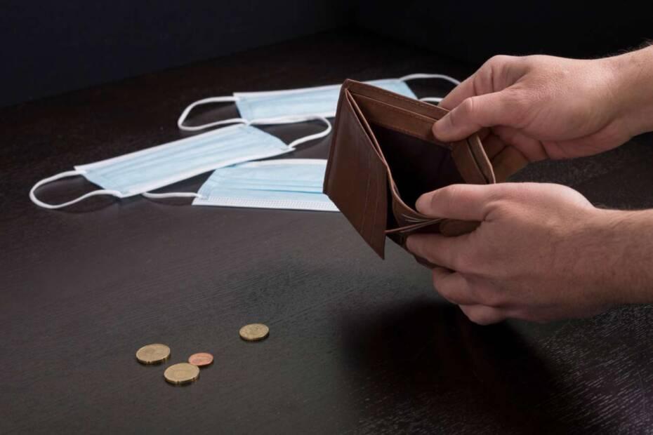 Leere Geldbörse, Münzen, Atemmasken