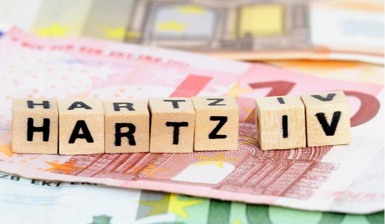 Hartz IV Bausteine und Geldscheine