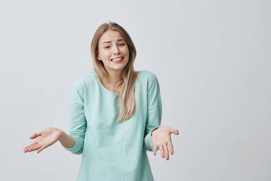 junge Frau konfus