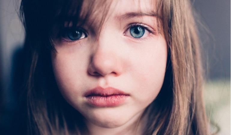 Trauriges kleines Mädchen