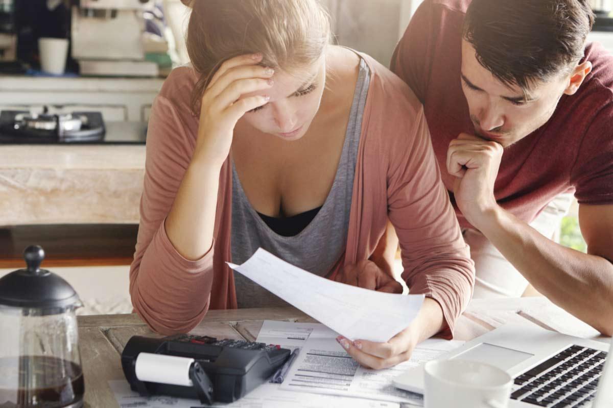 Paar kann seine Stromrechnung nicht zahlen