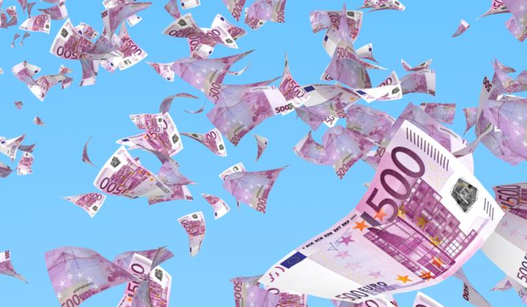 Geldscheine regnen herab