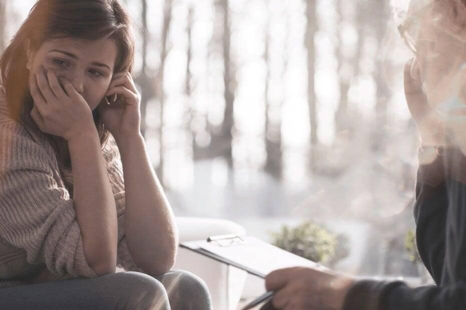 Traurige Frau bei Therapie