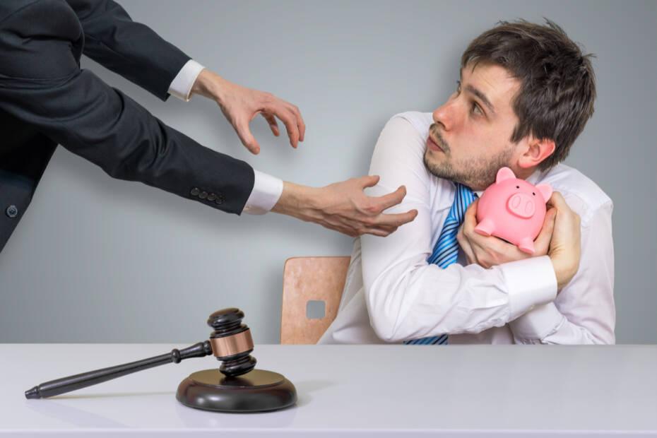 Mann mit Spardose und nehmender Hand