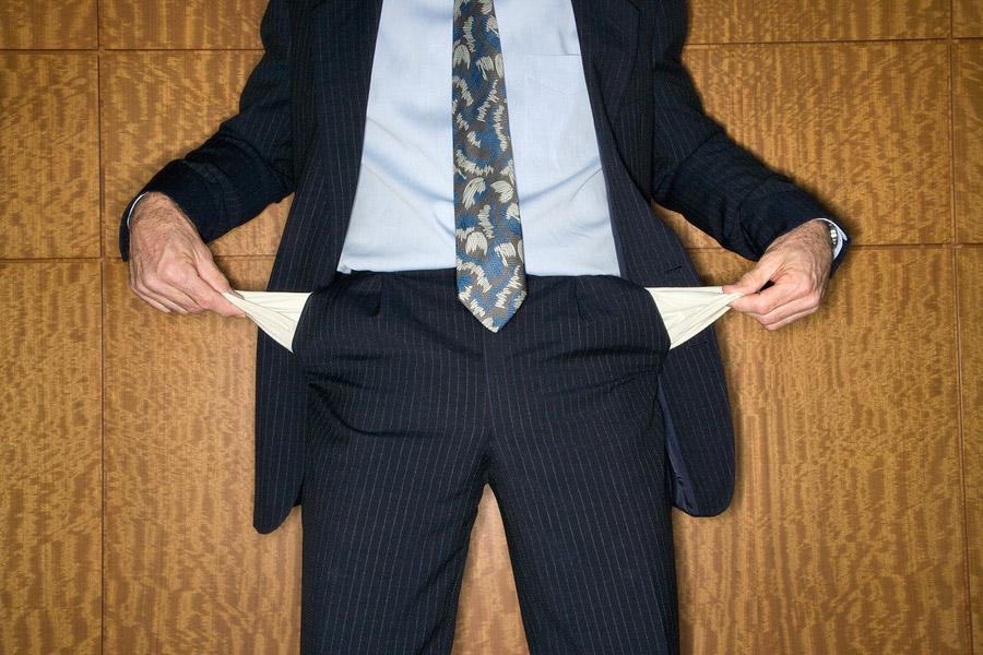 Anwalt mit leeren Hosentaschen