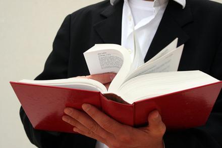 Rechtsanwalt mit Gesetz