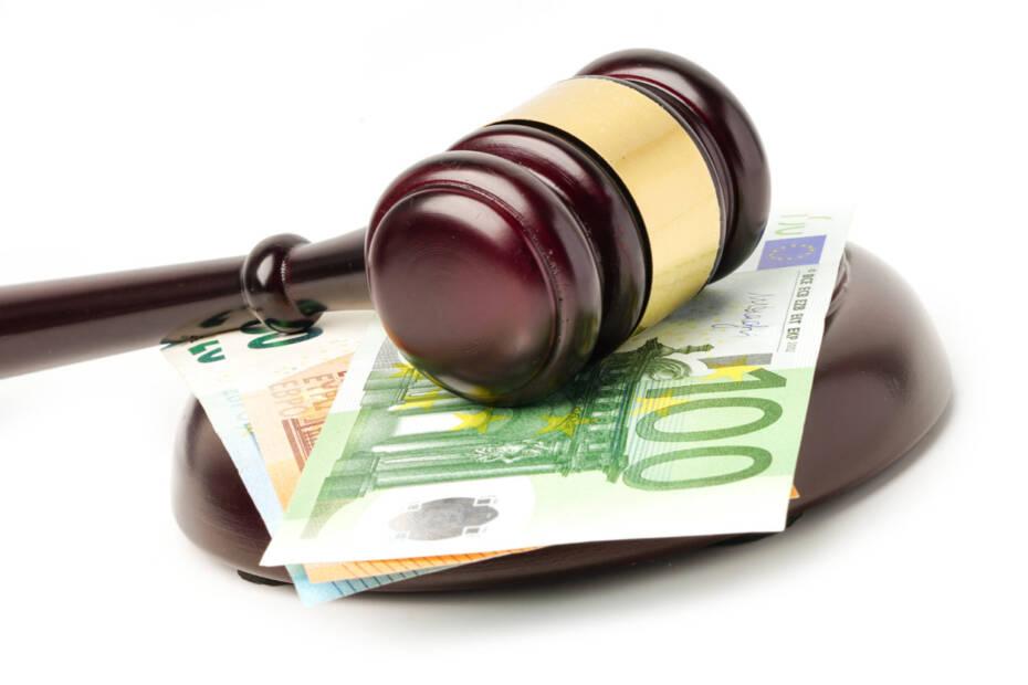 Richterhammer Geld Schadenersatz