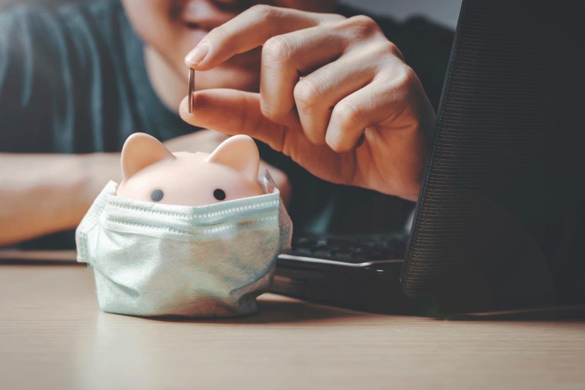 SParschwein mit OP-Maske wegen Corona