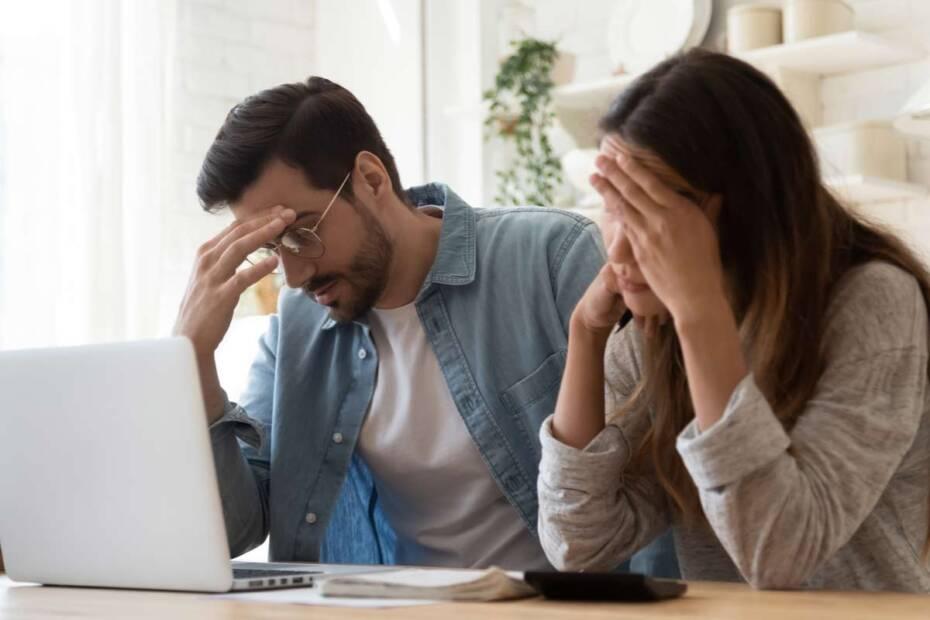 Paar verzweifelt über Stromkosten