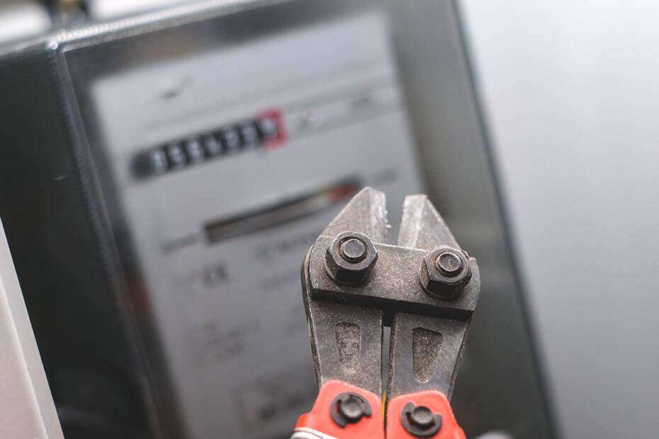 Kabelschneider an einer Stromuhr
