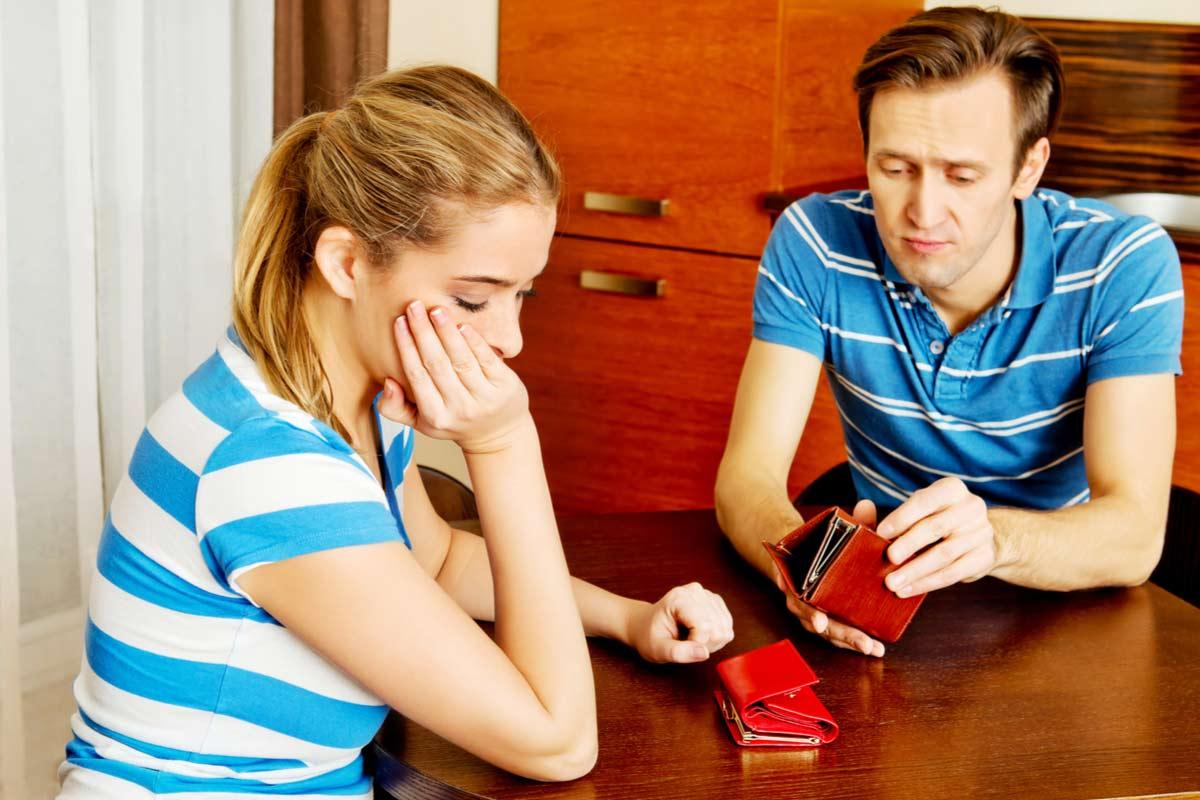 Ehehpaar ist besorgt über Finanzen