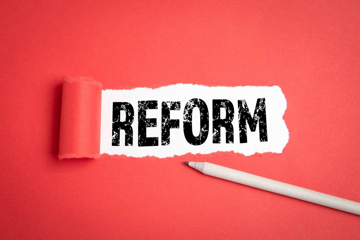 Reform Schrift auf rotem Papier